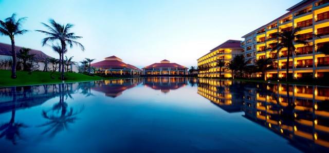 pullman-danang-beach-resort-noi-dung-chan-ly-tuong