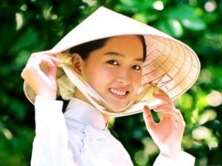 Vietnamese_traditional_girls_smile