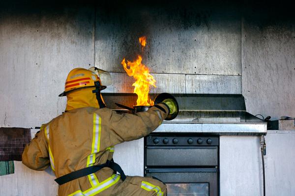 kitchen-fires-how-prevent_bc56fefabbf9c960bb07b38e4272ed98_3x2